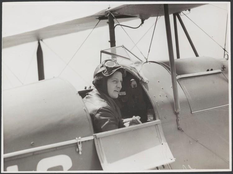 lady-pilot