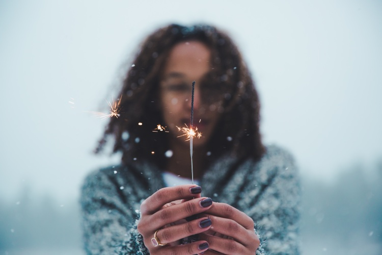 woman-sparkler-snow